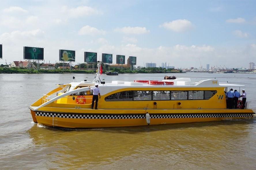 Tàu buýt đường sông chạy thử nghiệm sáng ngày 21.8.   Ảnh: MINH QUÂN