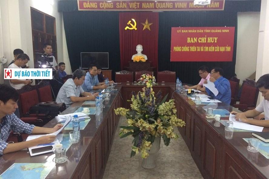 Đoàn công tác BCĐ Trung ương PCTT làm công tác với Ban Chỉ huy PCTT-TKCN tỉnh Quảng Ninh ứng phó với mưa lũ. Ảnh: BCĐPCTT