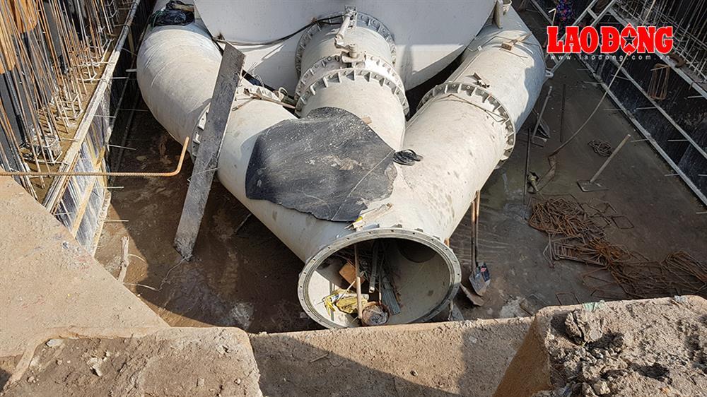 Chiếc máy bơm có công suất vượt trội hứa hẹn sẽ giải quyết nhanh chóng tình trạng ngập đường Nguyễn Hữu Cảnh mỗi khi mưa lớn hoặc triều dâng.  Ảnh: Trường Sơn