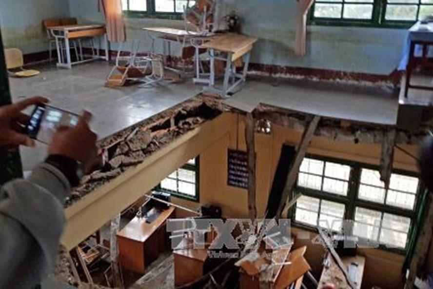 Hiện trường vụ sập sàn phòng học khiến 10 học sinh bị thương vào chiều 26.8.  Ảnh: TTXVN