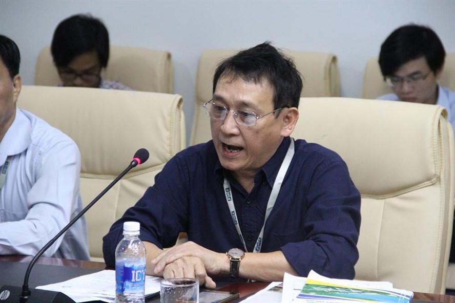 Ông Huỳnh Tấn Vinh, Chủ tịch Hiệp hội Du lịch Đà Nẵng đặt câu hỏi về số lượng buồng phòng cắt giảm là bao nhiêu. Ảnh: NT