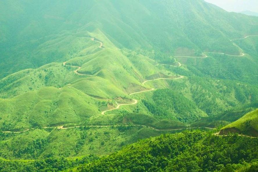 Núi rừng Bình Liêu nhìn từ đỉnh Cao Ba Lanh.