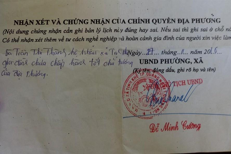 """Nội dung """"bút phê"""" của phó chủ tịch xã Tịnh Khê vào lý lịch bà Trần Thị Thành. Ảnh: T.H"""