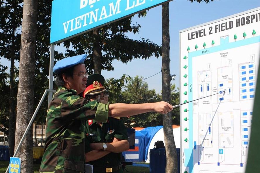 Các bác sĩ quân y tham gia khóa huấn luyện (ảnh H.N)