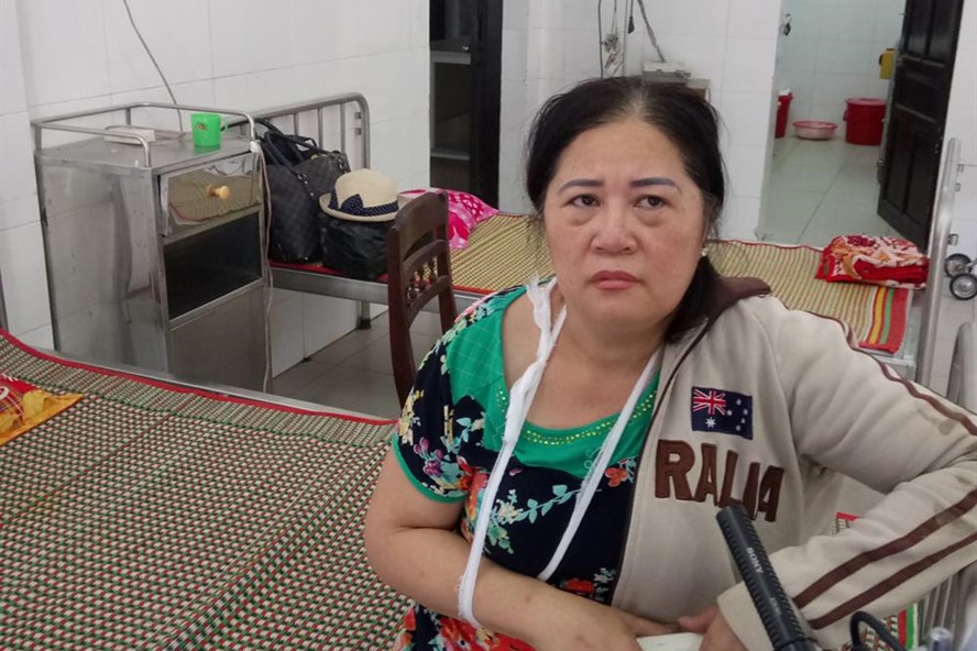 Bà Hồ Thị Mỹ Dung kể lại vụ việc. Ảnh: NĐT