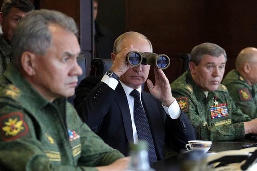 Tổng thống Nga Vladimir Putin đích thân thị sát cuộc tập trận lớn nhất trong năm giữa Nga và Blarus. Ảnh: Sputnik