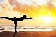 """Bài tập yoga """"vàng"""" giúp chị em văn phòng thư giãn, xả stress"""