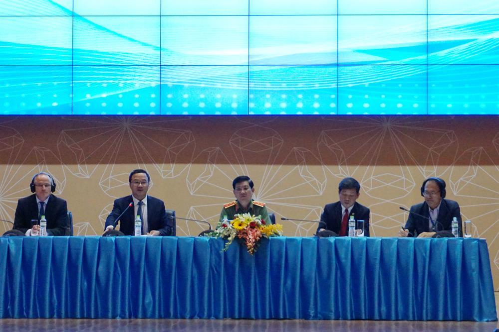 Các đại biểu thảo luận tại Hội nghị ATGT Việt Nam 2017.  Ảnh: M.Q