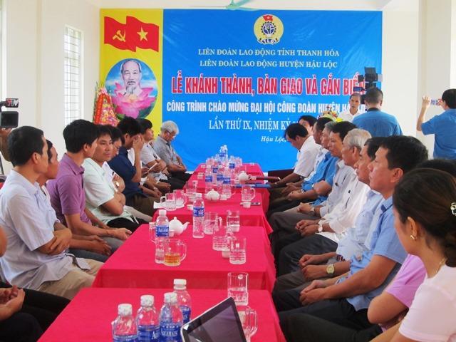 Đại diện các ban ngành địa phương đến chức mừng lễ khánh thành trụ sở LĐLĐ huyện Hậu Lộc, tỉnh Thanh Hóa (Ảnh: HT)