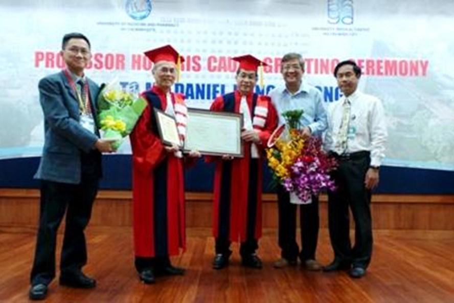 Ông Daniel Trương một Việt kiều Mỹ đã được Đại học Y dược TPHCM phong hàm Giáo sư Danh dự. Ảnh: Phi Hà