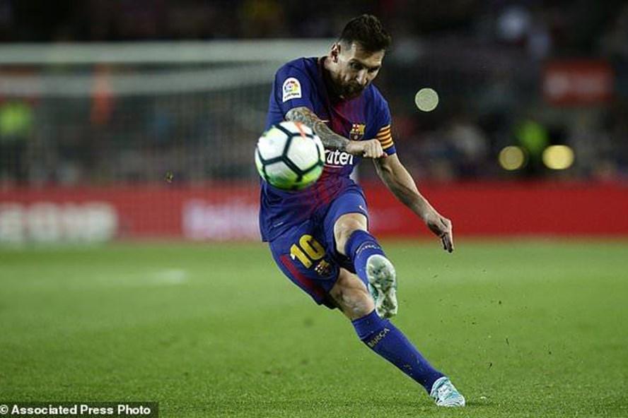 Messi luôn là nhân vật trung tâm ở Barcelona và ĐT Argentina. Ảnh: Associated Press.