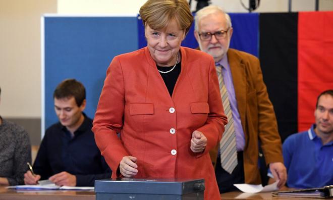 Bà Merkel bỏ phiếu hôm 24/9. Ảnh: Getty.