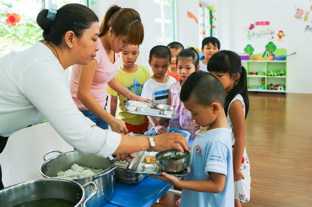 Trường Những Bông Hoa Nhỏ đi vào hoạt động góp phần giúp công nhân có nơi gửi con với học phí thấp, từ đó họ yên tâm công tác, gắn bó với công ty hơn.