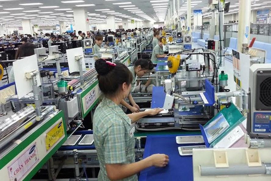 Công nhân Cty Samsung Việt Nam tại KCN Yên Bình, Phổ Yên. Ảnh: T.L
