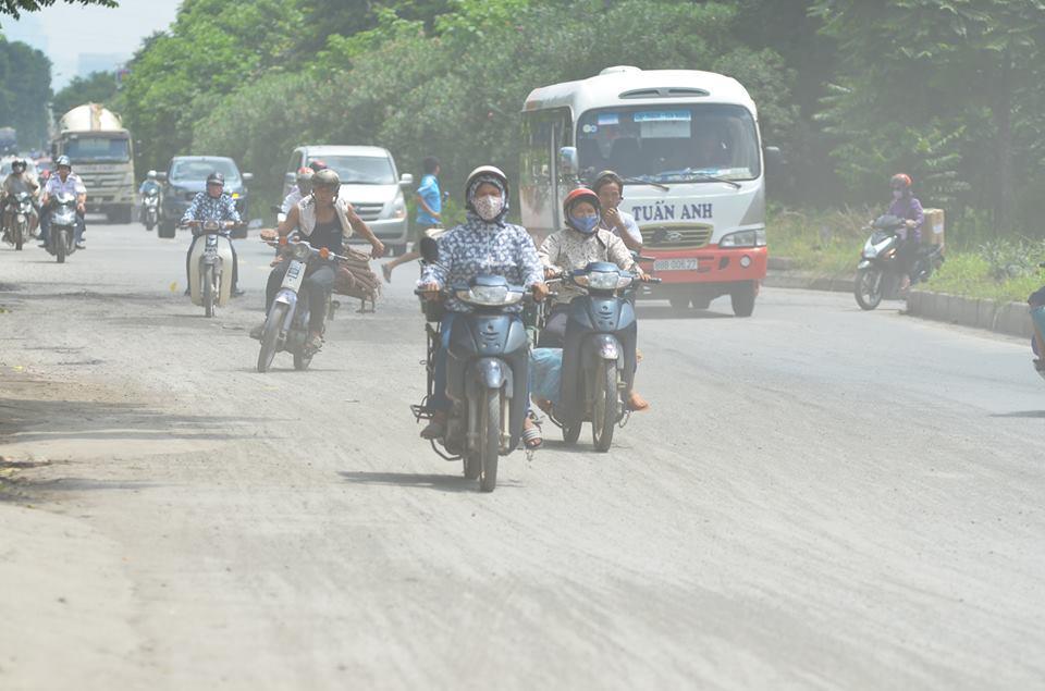 Đại lộ Thăng Long là một công trình giao thông trọng điểm của Thủ đô. Tuy nhiên thời gian gần đây, trên tuyến đường này xuất hiện nhiều khói bụi, nhiều đoạn đường (theo hướng về Sơn Tây) còn xuất hiện nhiều đá dăm trên đường.