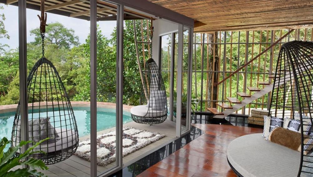 Khu nghỉ dưỡng Keemala, Thái Lan được bao quanh bởi cây cỏ thiên nhiên, hướng tầm nhìn ra bãi biển Kamala - Phuket Thái Lan với những hồ bơi vô cực lấp lánh, nhà hàng áp mái sang trọng và dịch vụ spa tuyệt hảo.
