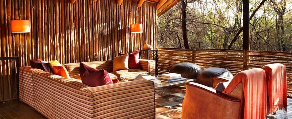 Nhà gỗ Jaci's Tree Lodge, Nam Phi nằm sâu trong những khóm cây của Khu bảo tồn Game Madikwe ở Nam Phi, độ cao lý tưởng để ngắm nhìn vẻ đẹp hùng vĩ của con sông Marico.