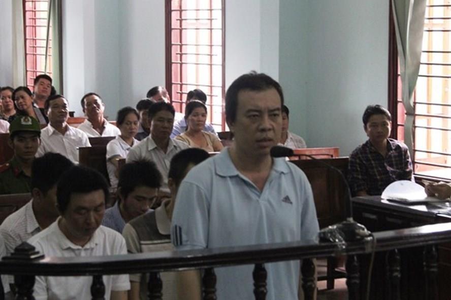 Các bị cáo nguyên là thanh tra giao thông Cần Thơ tại phiên tòa xét xử vào tháng 7 (ảnh: Tr.L)