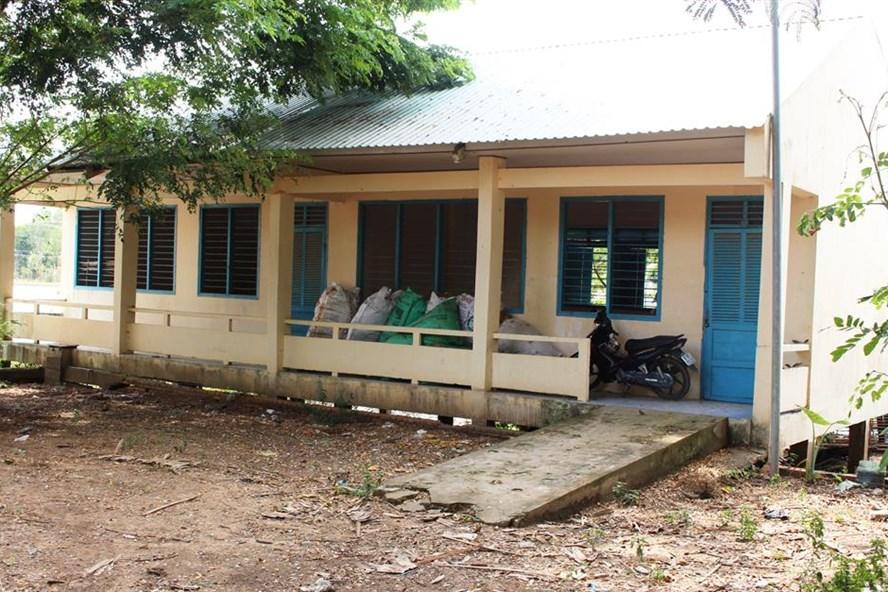 Một dãy phòng học bị bỏ hoang ở ấp Vĩnh Phát (ảnh: P.V)