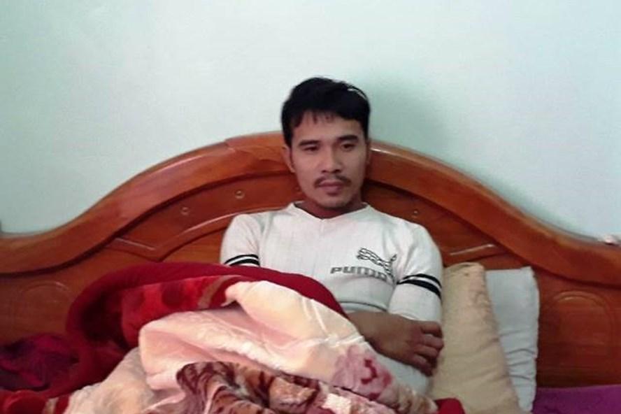 Anh Nguyễn Văn Mạnh vẫn chưa hoàn hồn nhớ lại vụ chìm tàu kinh hoàng ngày 8.1. (Ảnh: HT)