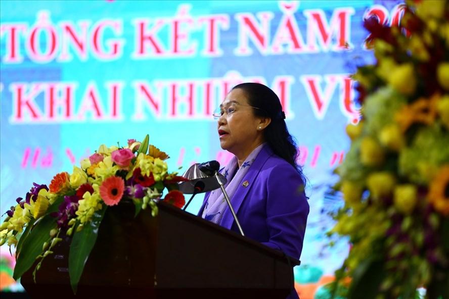 Phó Chủ tịch Tổng LĐLĐVN Nguyễn Thị Thu Hồng phát biểu tại hội nghị. Ảnh: Sơn Tùng