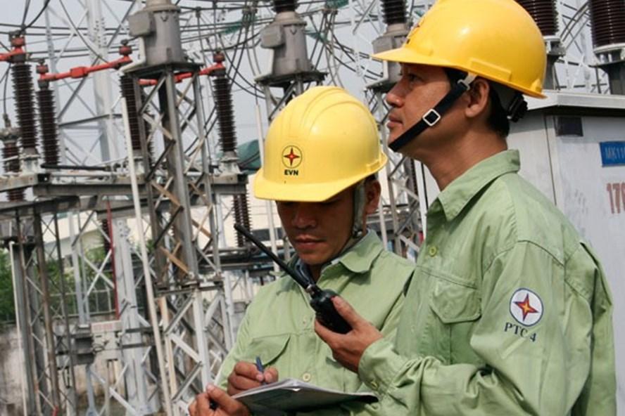 Dù gặp nhiều khó khăn do mưa lũ nhưng EVNNPT vẫn đảm bảo vận hành lưới điện an toàn, ổn định. Ảnh: P.V