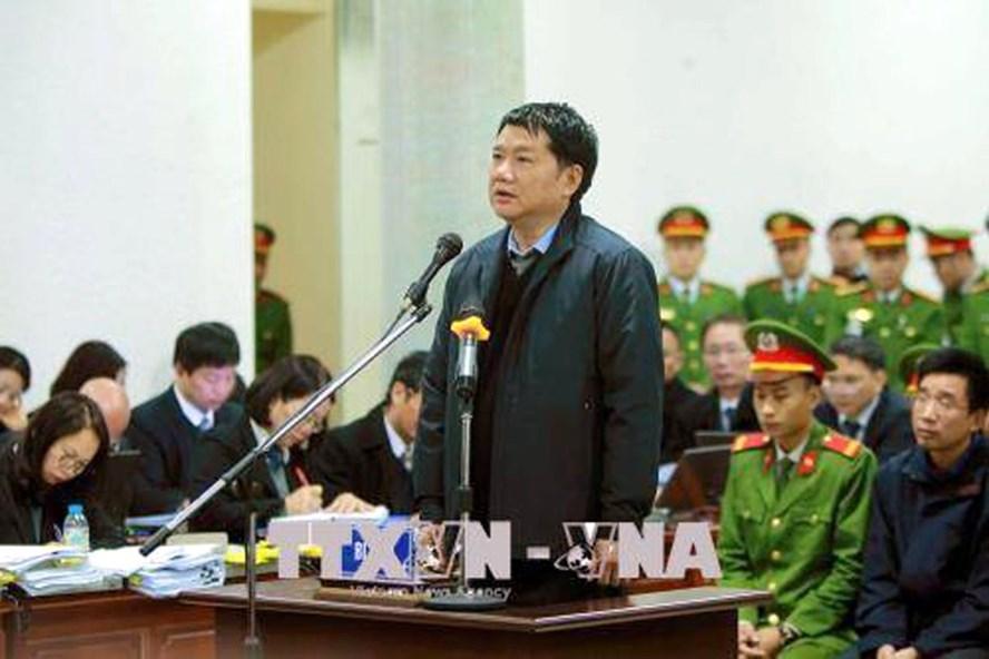 Bị cáo Đinh La Thăng tai tòa. Ảnh TTXVN.