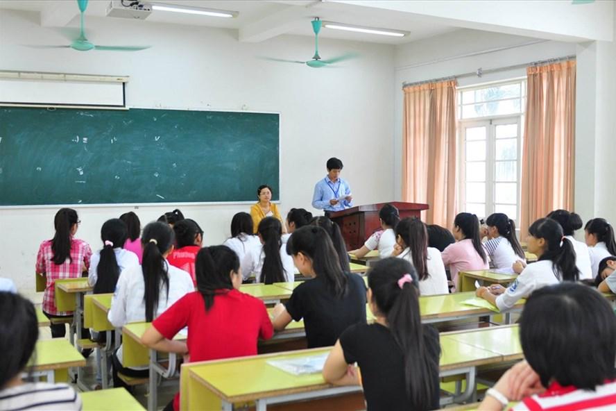 Bộ GDĐT chưa quan tâm đúng mực về chế độ chính sách cho giáo viên - ảnh 1