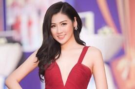 """Á hậu Tú Anh khoe chân dài miên man ở """"Oscar của thể thao Việt Nam"""""""