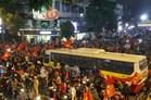 Chùm ảnh: Hà Nội thức đêm ăn mừng chiến thắng của U23 Việt Nam