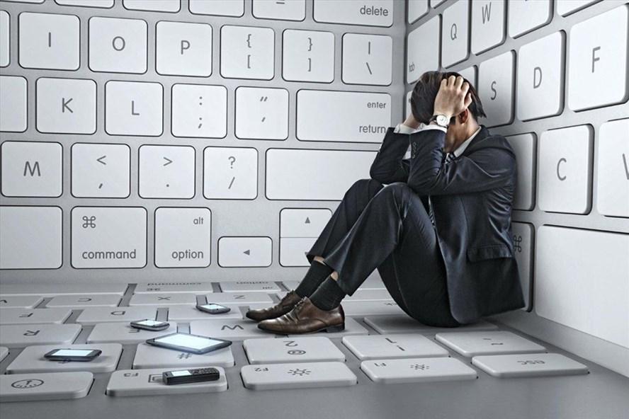 """Thuật ngữ tiếng Anh """"Internet addiction"""" là nghiện Internet bao gồm nghiện game online và nghiện mạng xã hội."""