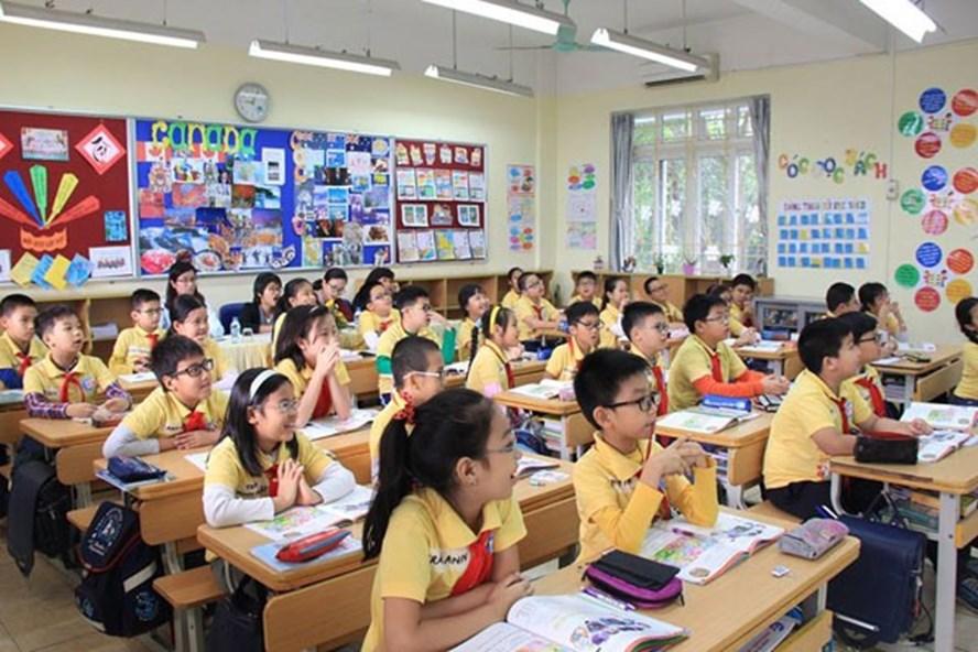 Những lớp học khang trang, 30-35 học sinh như thế này vẫn là niềm mơ ước của nhiều người. Ảnh: Huyền Thanh