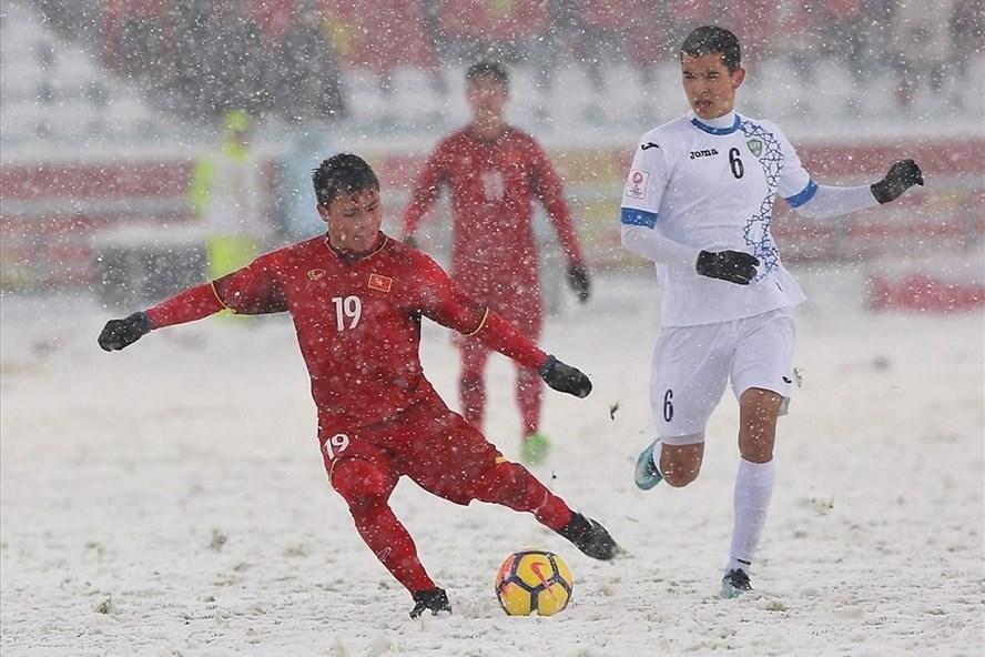 Thi đấu dưới mưa tuyết khủng khiếp, bất lợi lớn cho U23 Việt Nam. Ảnh: Minh Tùng