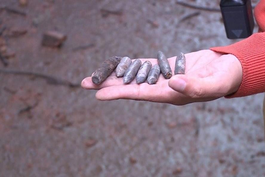 Nhiều đầu đạn được tìm thấy tại hiện trường. Ảnh VTV