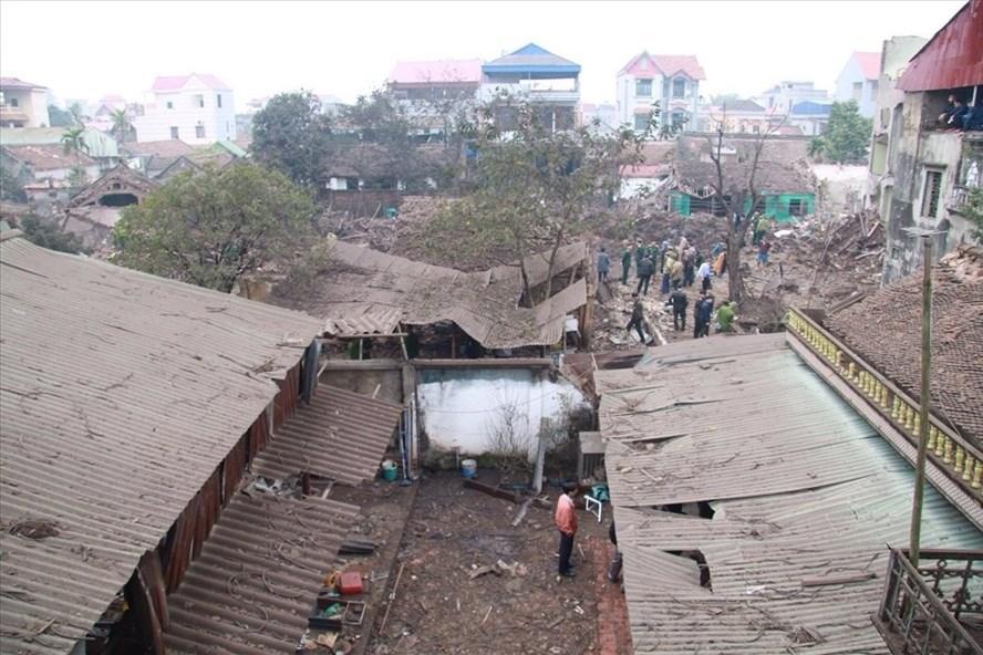 Hiện trường vụ nổ kho phế liệu ở Bắc Ninh (Ảnh: Dung Hà)