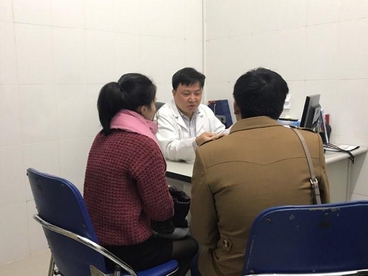TS Dương Minh Tâm khám cho bệnh nhân N trầm cảm sau sinh