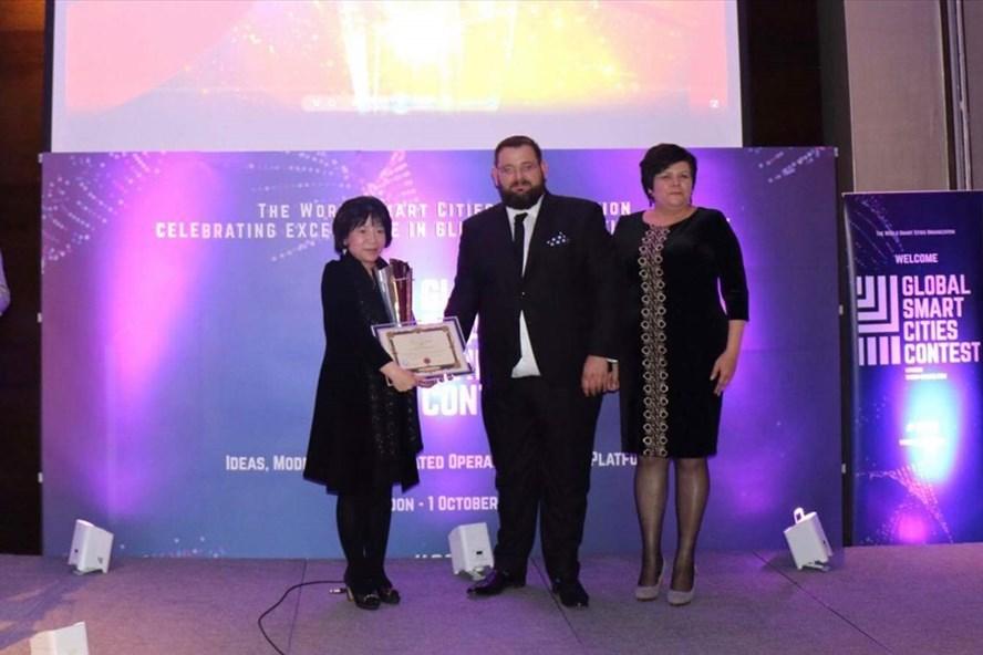 Bà Nguyễn Thị Thanh Nhàn đạt danh hiệu ý tưởng và mô hình Quốc gia thông minh xuất sắc nhất.