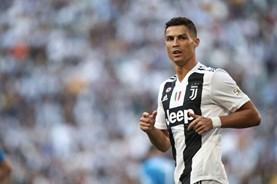 Bản tin thể thao sáng 16.10: Ronaldo hậm hực với UEFA; Giroud cam kết với Chelsea