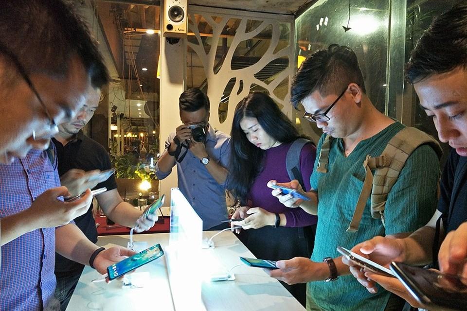 Huawei Mate 20 và Mate 20 Pro được cho đặt hàng trước từ 17.10