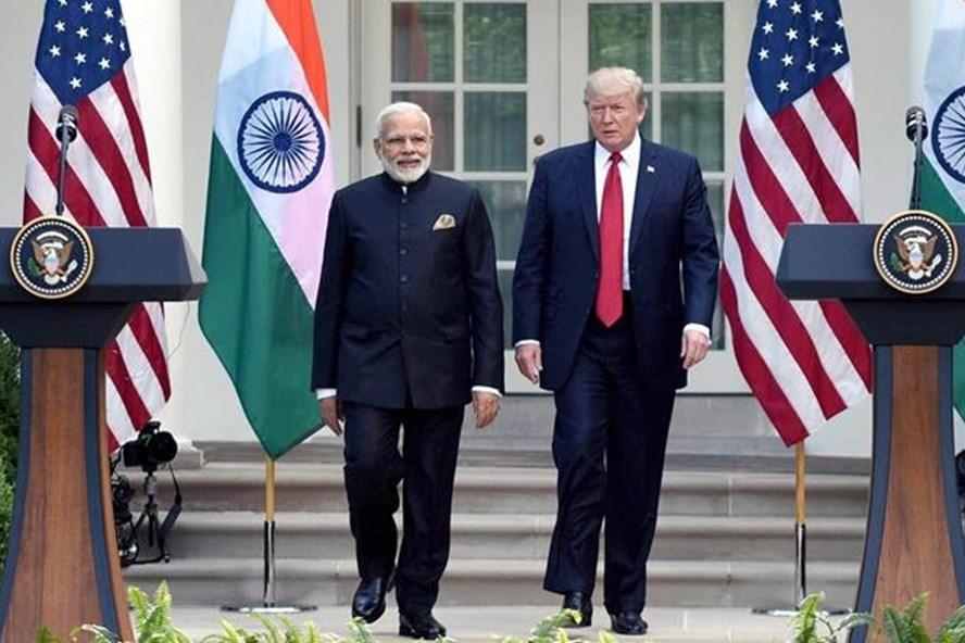 Thủ tướng Ấn Độ Narendra Modi và Tổng thống Donald Trump. Ảnh: Indian Express