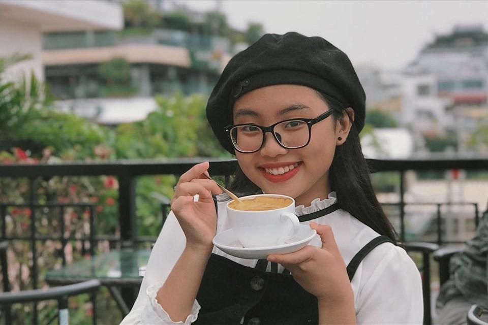 Phương Mỹ Chi gây tranh cãi khi  cover hit 'HongKong1'