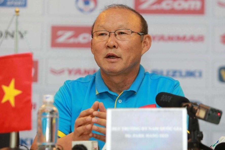 HLV Park Hang-seo thua kém về thành tích và danh tiếng so với hai đồng nghiệp.