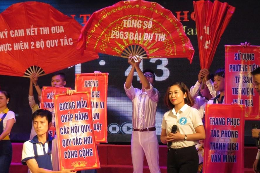 Phần thi chào hỏi của LĐLĐ quận Hoàng Mai (Hà Nội) - Cụm thi đua số 1.