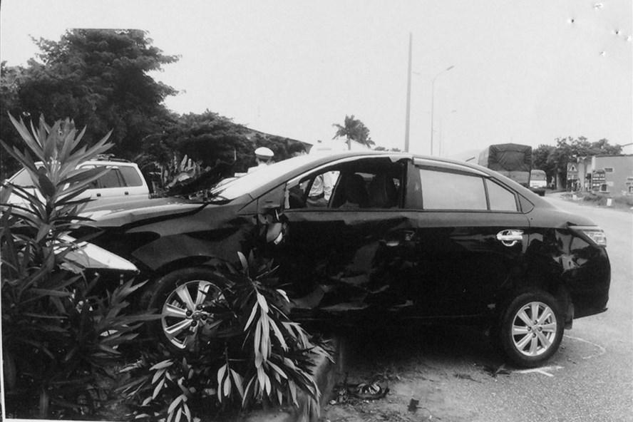 Hiện trường vụ tai nạn ngày 9.8.2018 làm xe bà Nam bay lên giải phân cách.