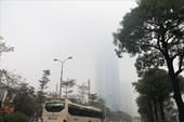 Quá trưa Hà Nội vẫn chìm trong mưa phùn và lớp sương mù dày đặc