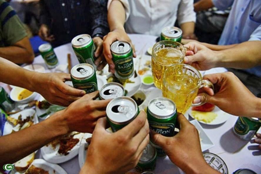 Uống dầu ăn, uống aspirin hoặc paracetamol…trước khi uống rượu bia để không say là sai lầm, gây ảnh hưởng đến sức khỏe- ảnh minh họa