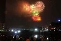 Mãn nhãn những màn pháo hoa rực trời Hà Nội, TPHCM đêm Giao thừa Mậu Tuất 2018