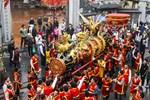 Rước quả pháo khủng tại lễ hội Đồng Kỵ