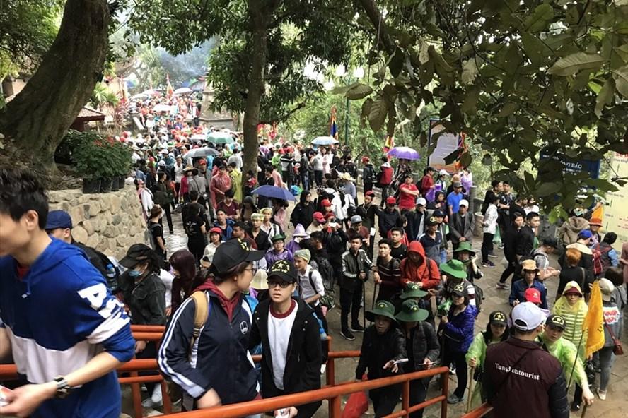 Ước tính có khoảng 4 vạn người về Yên Tử trong ngày mồng 5 Tết Mậu Tuất. Ảnh: Nguyễn Hùng