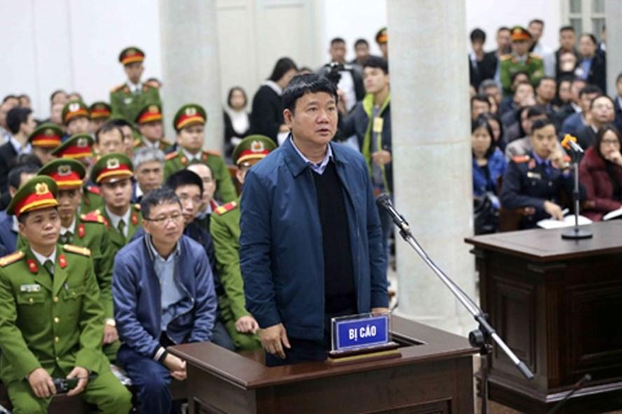 Ông Đinh La Thăng trong phiên tòa sơ thẩm vụ án sai phạm xảy ra tại PVC vào cuối tháng 1. Ảnh TTXVN.